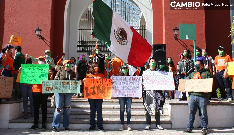 Entre música y baile, estudiantes de la UDLAP dan el grito en manifestación; exigen reabrir instalaciones (VIDEO y FOTOS)