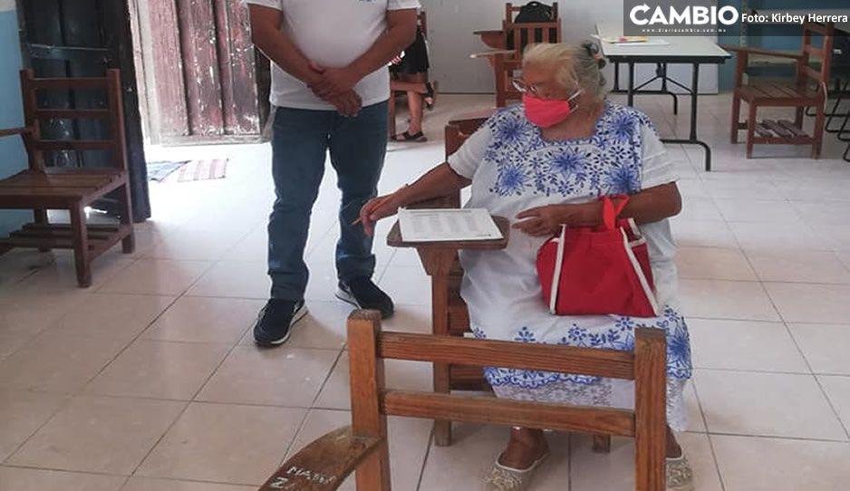 Nunca es tarde para terminar la primaria: abuelita de 71 años pasó su examen de matemáticas