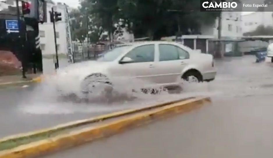 A Claudia se le olvidaron las alcantarillas; Boulevard Xonaca queda bajo el agua, tras intensas lluvias (VIDEO)