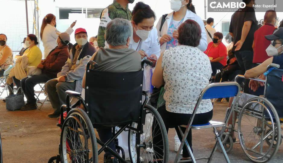 ¡Sin complicaciones! Aplican vacuna AntiCovid a personas de 50 a 59 años en Tehuacán (FOTOS)