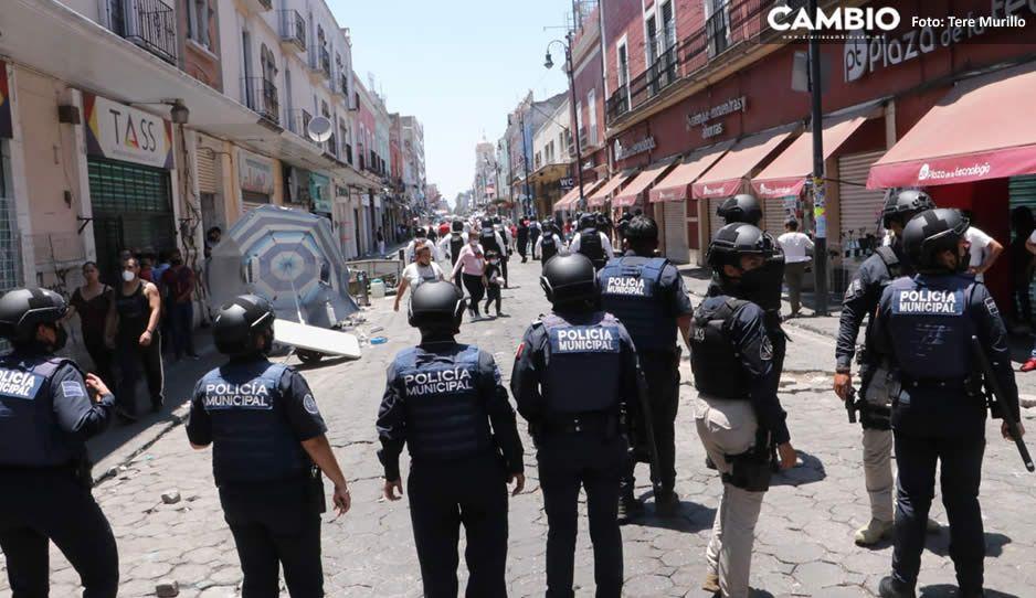 Ciudad sin ley: ambulantes en súper trifulca en pleno Centro mientras Claudia hace campaña (VIDEO)